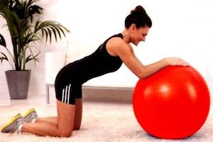esercizi addome fitball