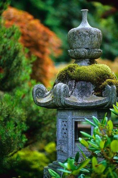 lanterna giardino pietra