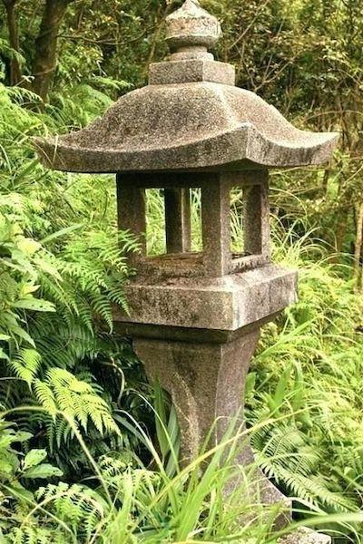 lanterna pietra giardino