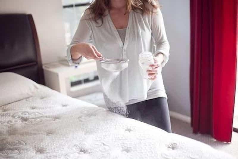 eliminare cattivi odori dal materasso