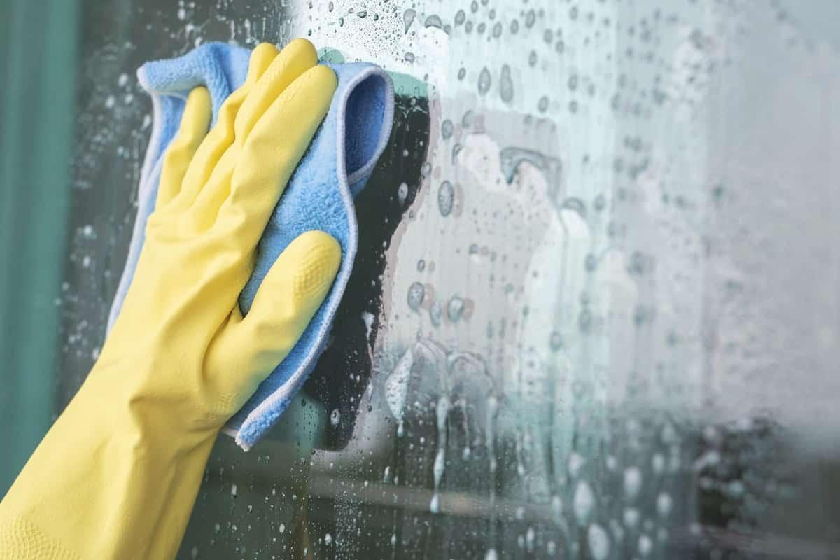 pulizia vetri panno microfibra