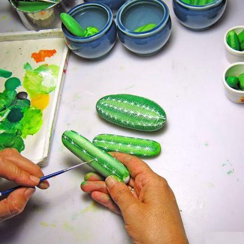 dipingere sassi cactus