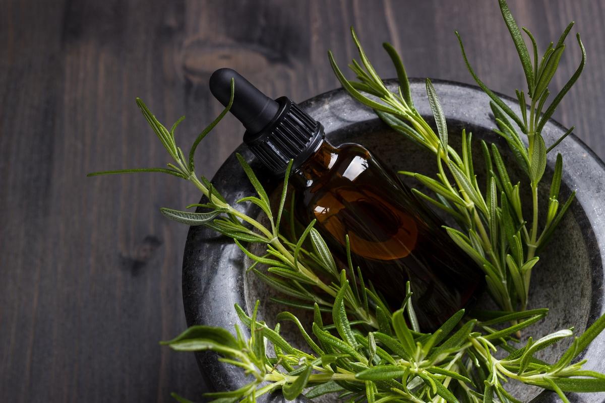 proprietà olio di rosmarino