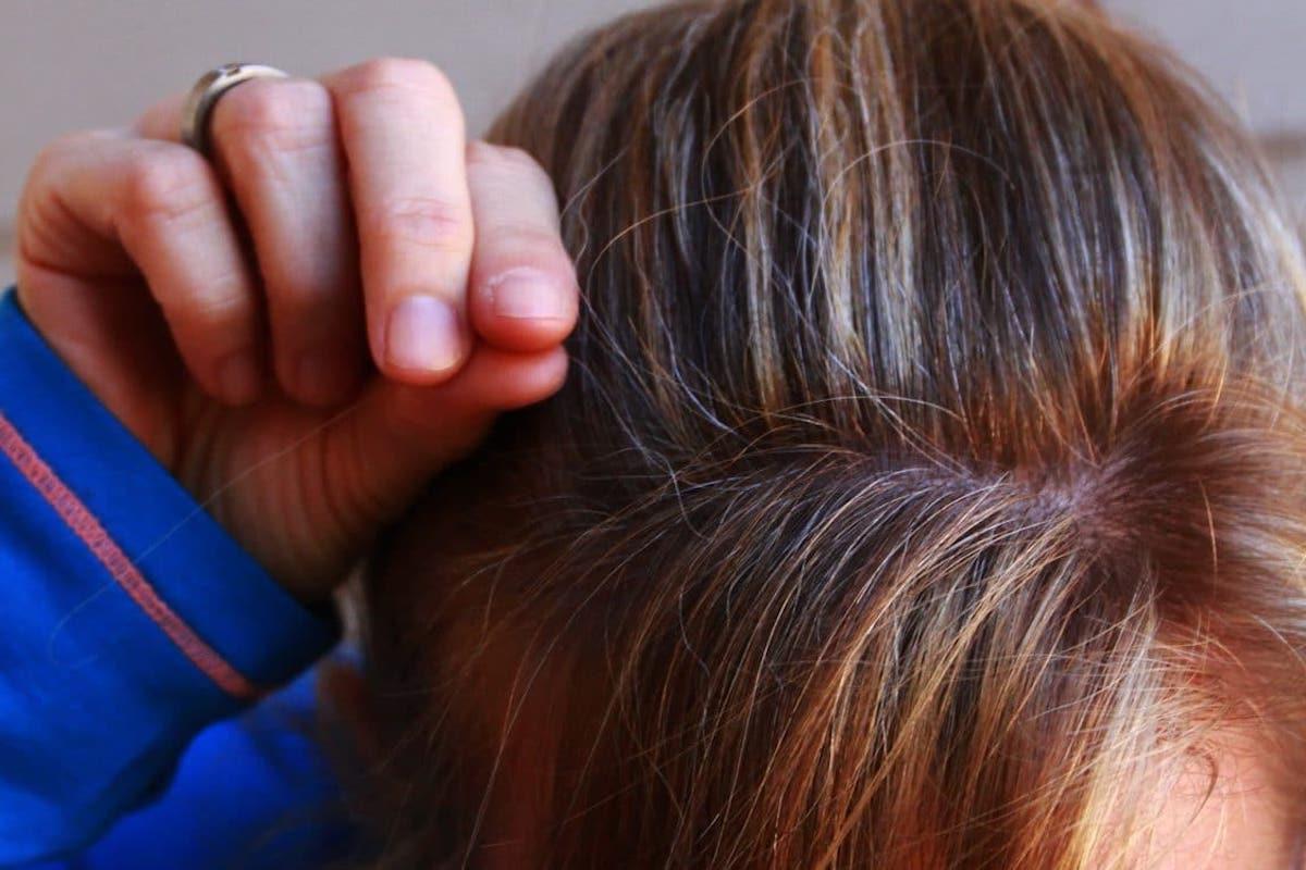 olio di rosmarino contro capelli bianchi