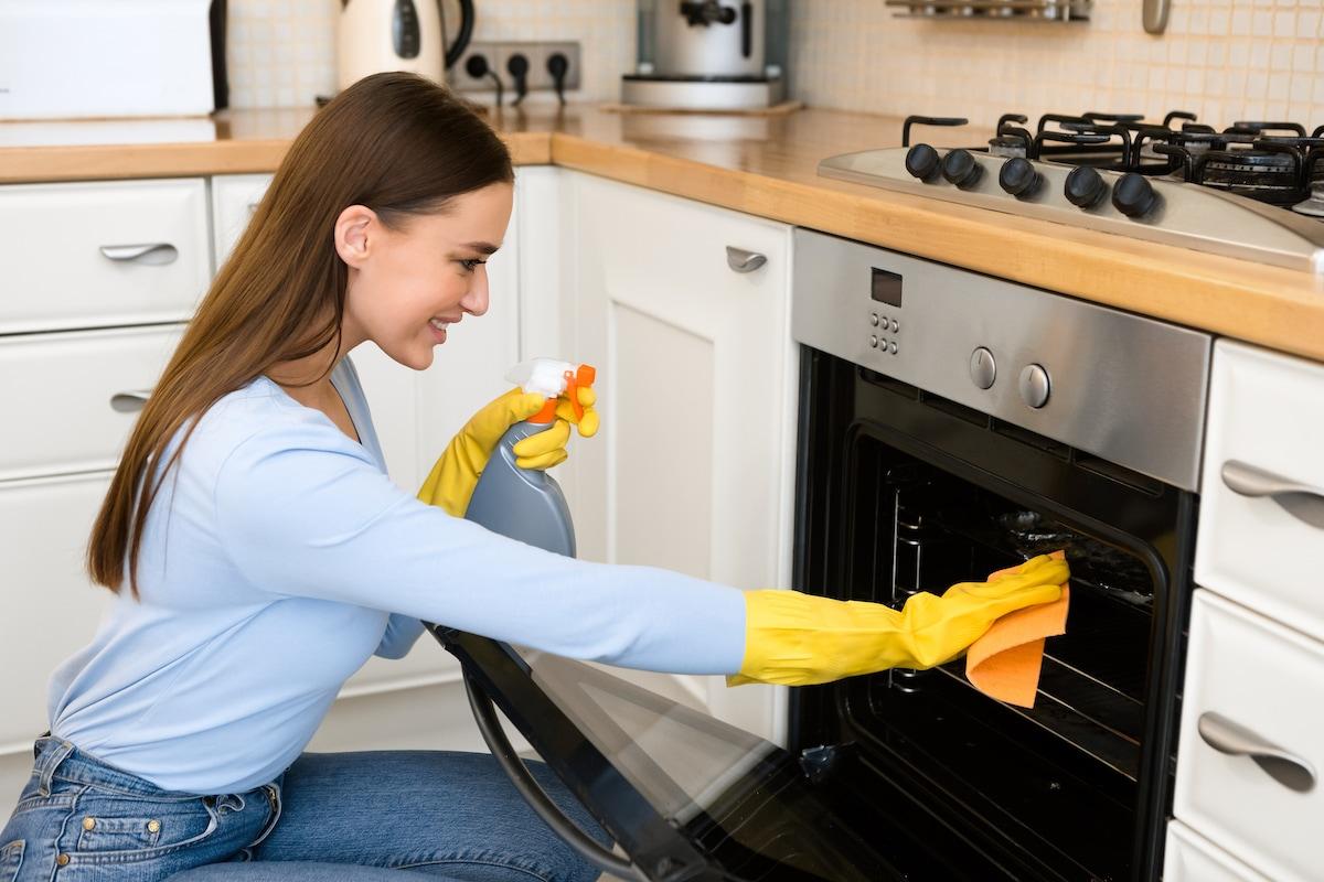 rimedi pulizia forno