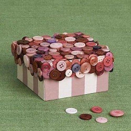 scatola rivestita con bottoni